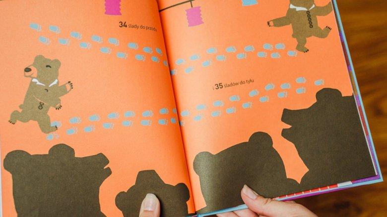 Dzieci nie potrafią oprzeć się pokusie przeliczania wymienionych w tekście przedmiotów (fot. Ewelina Zielińska)