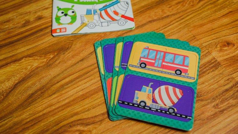 Każde pudełko zawiera kolorowankę i grę (fot. Ewelina Zielińska)