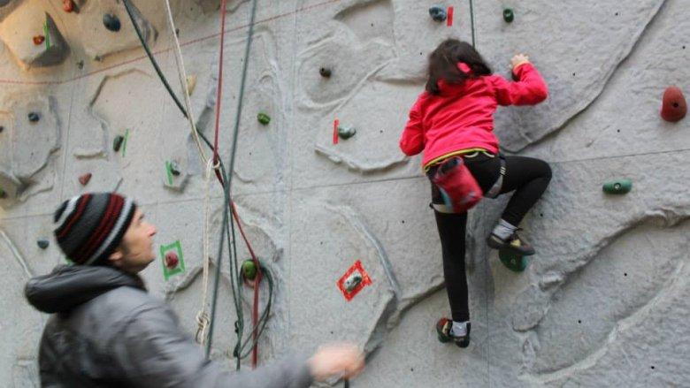 Wspinaczka to świetny sport rozwijający koordynację, refleks, siłę mięśni jak również logiczne myślenie (fot. materiały Speleoklubu Dąbrowa Górnicza)