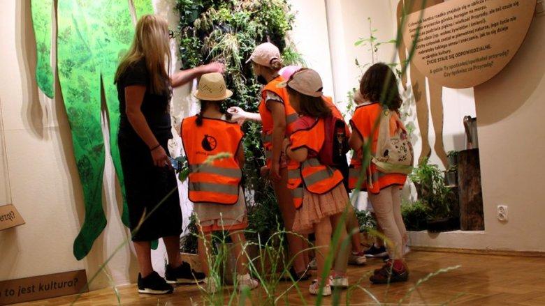 Wystawa skłania małych i dużych odbiorców do rozmów o kondycji człowieka (fot. mat. Fb SCS - Zamek Sielecki)