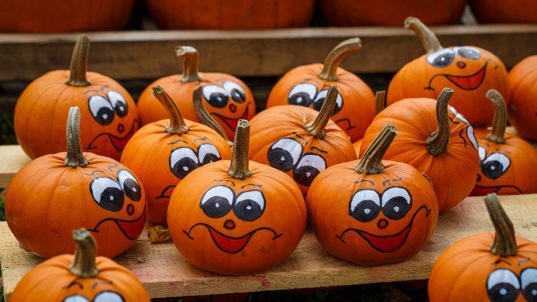 Dzieci na warsztatach stworzą m.in. halloweenowe dynie (fot. mat. pixabay)