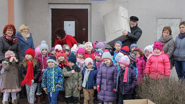 Dzieci z dąbrowskiego przedszkola wysłały swoje zabawki na wakacje (fot. mat. Oddziału Przedszkolnego przy SP nr 26)
