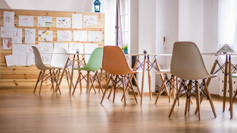 """Wystrój lokalu jest minimalistyczny, stworzony """"ze smakiem"""" (fot. mat. Pli Pla Plo)"""