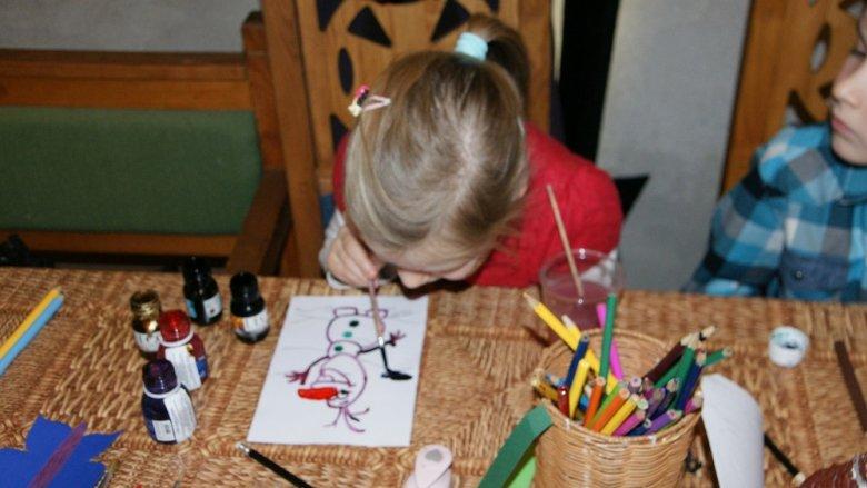 Zimowe zabawy w ciepłej Warowni czekają na dzieci i rodziców w weekend 14-15 stycznia (fot. mat. organizatora)