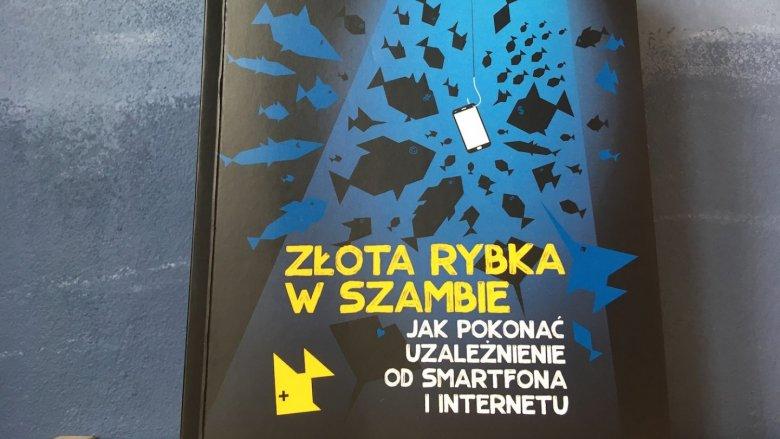 """""""Złota rybka w szambie"""" to encyklopedia wiedzy o niebezpieczeństwach czyhających na dzieci w internecie (fot. Ewelina Zielińska/SilesiaDzieci.pl)"""