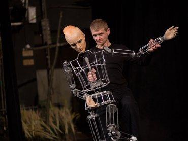 Aby wyeksponować muzyczną płaszczyznę, autorki scenografii pozostawiły spektakl uproszczony i symboliczny (fot. mat. organizatora)