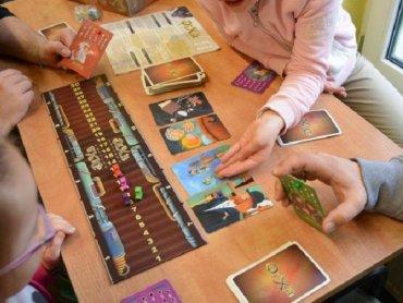 Planszówki to świetna rozrywka dla dużych i małych (fot. FB MBP Gliwice)