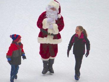 W Chorzowie dzieci mogą spotkać Mikołaja na ślizgawce (fot. foter.com)