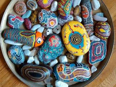Ozdobić kamienie i poznać ich ukrytą historię będzie można na warsztatach w Muzeum Górnośląskim (fot. foter.com)