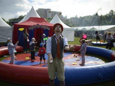 Cyrkowe zabawy czekać będą na wszystkich chętnych (fot. Kompania Marzeń, Akademia Cyrkowa ze Szczecina)