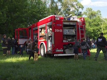 Pokazy wozów strażackich to jedna z atrakcji festynu (fot. foter.com)