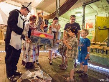 Po spektaklu na małych widzów czekać będą ekologiczne i kreatywne warsztaty (fot. FB Lufcik na korbkę)