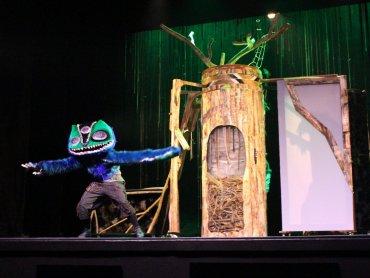 """""""Cicho"""" to spektakl inspirowany demonologią słowiańską dedykowany widzom od lat 10 (fot. FB Teatr Dormana)"""
