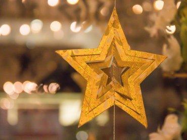 Rozmowy o tradycjach i świąteczne tworzenie czekają na uczestników warsztatów (fot. foter. com)