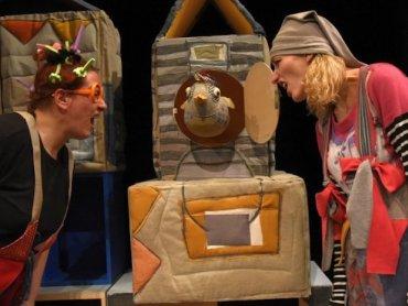 """""""Kukuryku na patyku"""" to mądry i pełen humoru spektakl o przyjaźni (fot. foter.com)"""