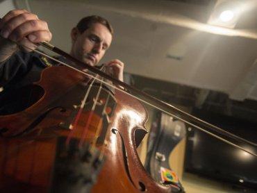 Muzyka jest bardzo ważna w rozwoju dzieci - warto wybrać się z nimi na kameralny koncert (fot. foter.com)