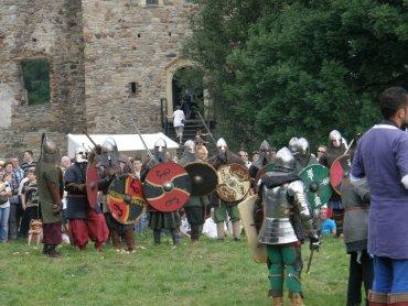 Na jarmarku nie zabraknie średniowiecznych wojów (fot. mat. archuwium FB Zamek Chudów)