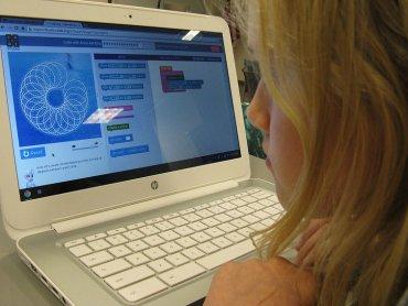 Jak ostrzegać dzieci przed sieciowymi zagrożeniami opowiada psycholog Iwona Hildebrandt (fot. foter.com)