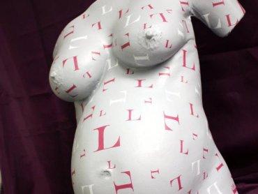 Artystyczny, gipsowy odlew brzucha to świetna pamiątka (fot. materiały pracownia Matecznik)
