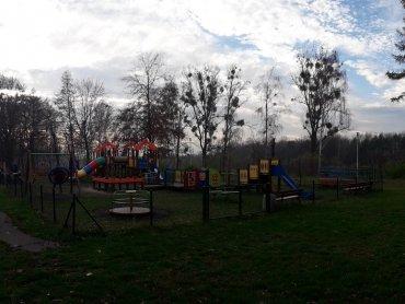 W parku znajdują się dwa place zabaw (fot. Agnieszka Mróz/SilesiaDzieci.pl)