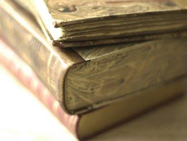 Na spotkaniu dowiecie się jak przywrócić świetność starym księgom, obrazom i innym zabytkom (fot. foter.com)