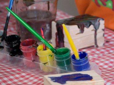 Kurs sztuki malarskiej organizowany przez Fundację Radosny Świat będzie trwał 6 miesięcy (fot. foter.com)