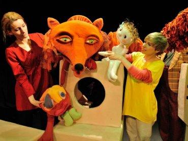 """""""Najmniejszy bal świata"""" to spektakl dedykowany dzieciom od lat 4 (fot. FB Śląski Teatr Lalki i Aktora ATENEUM, Tomasz Zakrzewski)"""