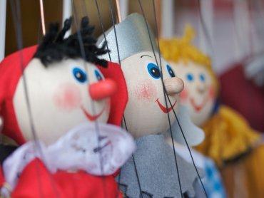 Na najbliższym spotkaniu Klubu Zielonej Żyrafy poznacie sekrety teatralnych lalek (fot. foter.com)
