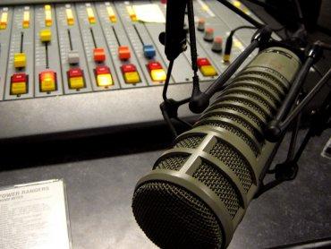 Jak działa radio dowiecie się na zajęciach w Klubie Zielonej Żyrafy (fot. foter.com)