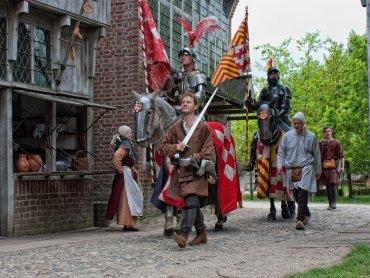 Dzięki grze terenowej poznacie życie średniowiecznych rycerzy (fot. foter.com)