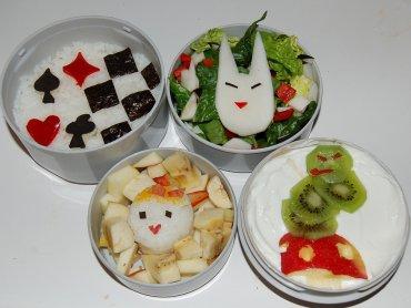 Kanapki inspirowane herbatką u Kapelusznika przygotują uczestnicy warsztatów (fot. foter.com)