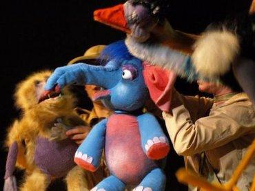 """""""Takie sobie bajeczki"""" to spektakl złożony z kilku opowieści o zwierzętach (fot. Teatr Gry i Ludzie)"""