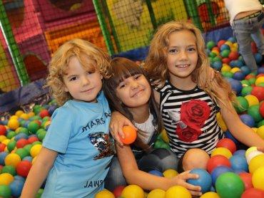 8 grudnia Jamę Bazyliszka odwiedzi Mikołaj, z którym dzieci będą mogły sobie zrobić zdjęcia i zagrać w gry (fot. mat. organizatora)