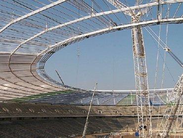 Tak wyglądał dach stadionu w trakcie budowy (fot. TVS.pl)