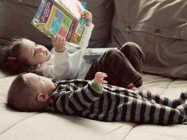 Sobotnie czytanki to zajęcia przeznaczone dla dzieci do lat 8 i ich rodziców (fot. foter.com)