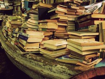 Niepotrzebne i nieużywane książki możecie sprzedać lub wymienić na kiermaszu w Rybniku (fot. foter.com)