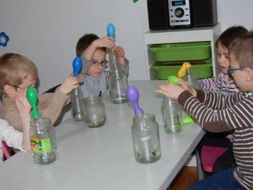 Laboratorium malucha to warsztaty naukowe dla dzieci w Piaskownicy Kulturalnej (fot. foter.com)