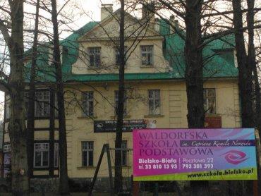 W Cygańskim Lesie na terenie Szkoły Waldorfskiej odbędzie się wyprzedaż garażowa połączona z piknikiem (fot. Szkoła Waldorfska w Bielsku/Facebook)