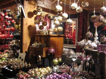 Poza świątecznymi kramami na kiermaszu można wysłuchac koncertu i wziąć udział w warsztatch (fot. foter.com)