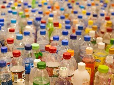 Na zajęciach Klubu Zielonej Żyrafy stworzycie recyklingowe zabawki (fot. foter.com)