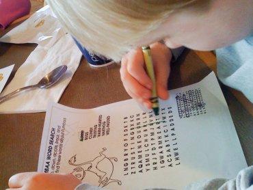 Dzieci rozwiązując zagadki umieszczone na stronie internetowej mogą wygrać atrakcyjne nagrody (fot. foter.com)