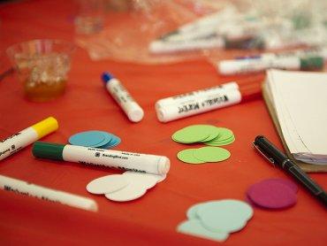 Jesienne ramki stworzą dzieci na kreatywnych warsztatach w Empik (fot. foter.com)