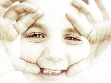 Niełatwo zdecydować, jakie filmy może oglądać dziecko, a z jakimi lepiej poczekać. (fot. sxc.hu)