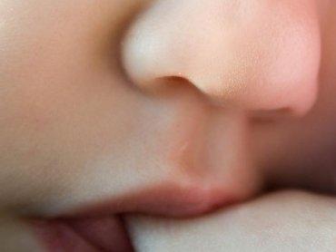 Mleko mamy najlepszym sposobem na katar u niemowlaka (fot. sxc.hu)