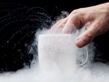 Na wystawie nie zabraknie efektownych doświadczeń m. in z ciekłym azotem (fot. foter.com)