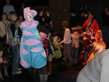 Spektakle w Teatrze Gry i Ludzie to nie tylko ciche obserowanie aktorów na scenie (fot. FB Teatr Gry i Ludzie)
