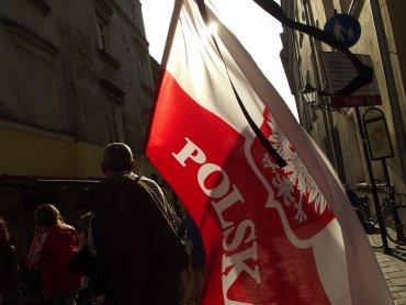 Dzień flagi to dobra okazja by przybliżyć sobie historię barw narodowych (fot. foter.com)