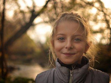 Czy chwaląc dziecko możemy mu zaszkodzić? (fot. foter.com)