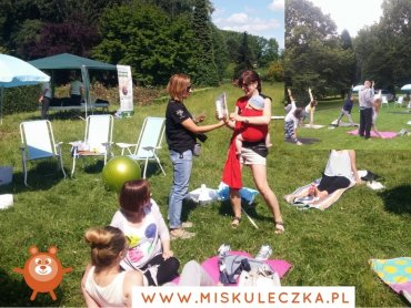 """""""Rodzice na trawie"""" to plenerowe spotkania organizowane przez """"Misia Kuleczkę"""" (fot. mat. organizatora)"""