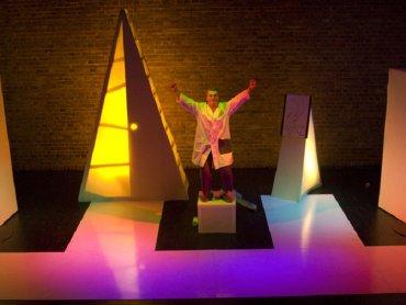 Co stanie się z dźwiękami w wyniku eksperymentu profesora Decybeliusza? (fot. mat. Teatr Gry i Ludzie)